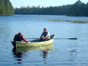 I due stronzi mentre attraversano il lago